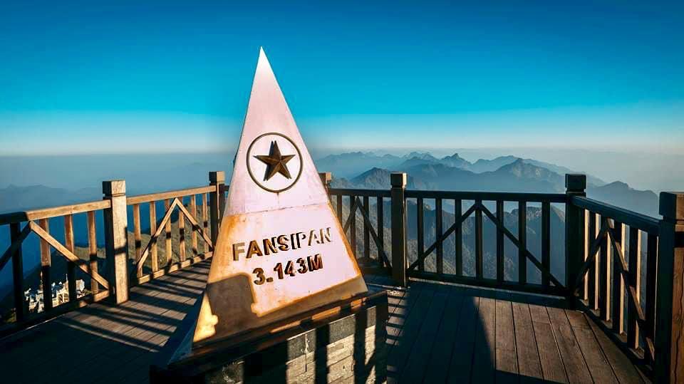 Cột mộc 3.143m đỉnh Fansipan của dãy Hoàng Liên Sơn