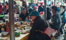 Phiên chợ Bắc Hà là phiên chợ lớn và nổi tiếng của dân tộc ở Tây Bắc
