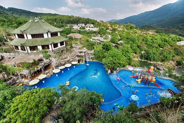 bể bơi nhân tạo suối khoáng nóng núi thần tài